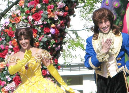 ディズニーランドパレードの美女と野獣