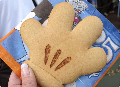 ミッキーの手の形のクッキー