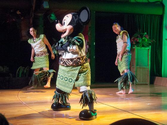 ミッキー ポリネシアン ダンス