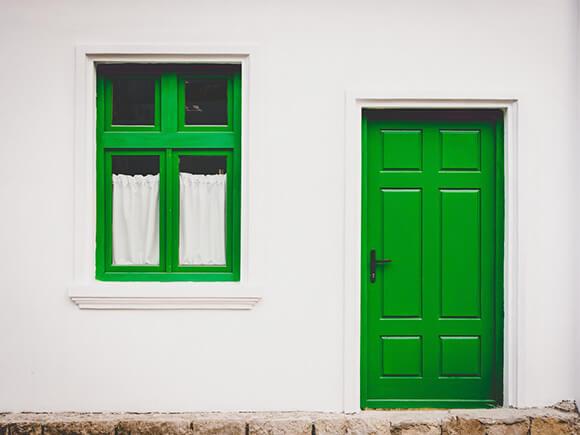 玄関と窓のイメージ