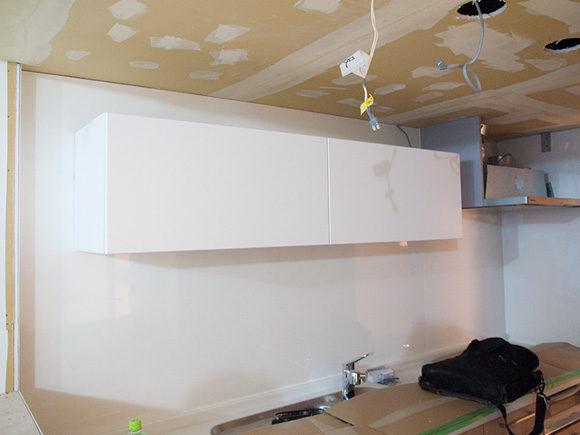 IKEAの吊り戸棚設置