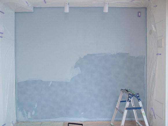 ペンキを塗り始めたところ