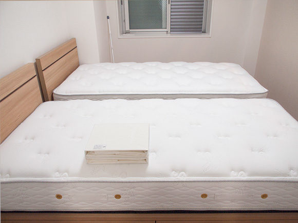 6畳にシングルベッド2台を入れた寝室