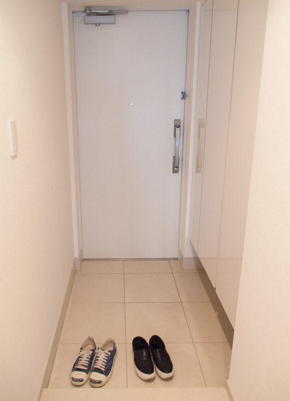 リノベ前のマンションの玄関