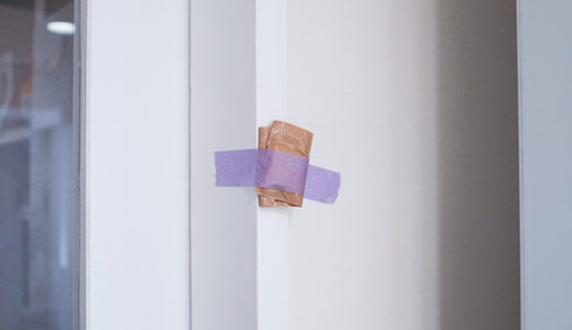 工務店さんに冷蔵庫の戸当たりと転倒防止ベルトを取付けて貰うの巻