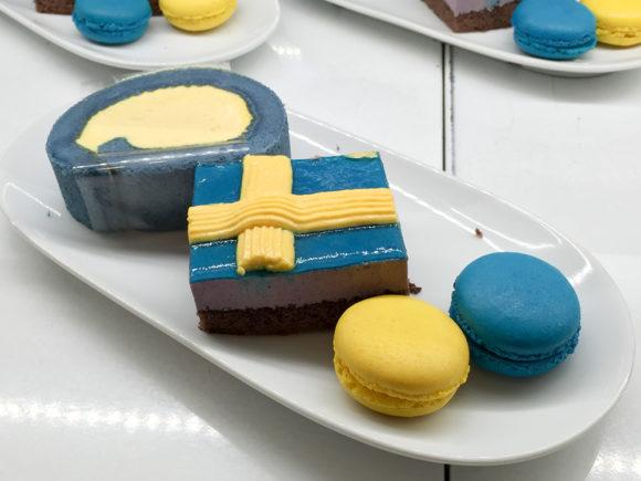 IKEA 青いケーキ