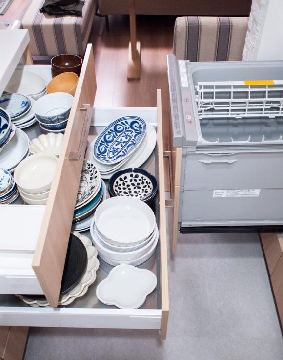 キッチン レイアウト 食器棚
