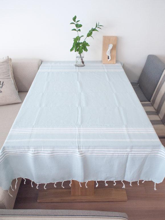 水色のテーブルクロス