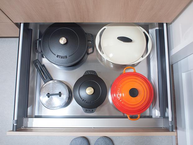 キッチン引出しの中の鍋一式