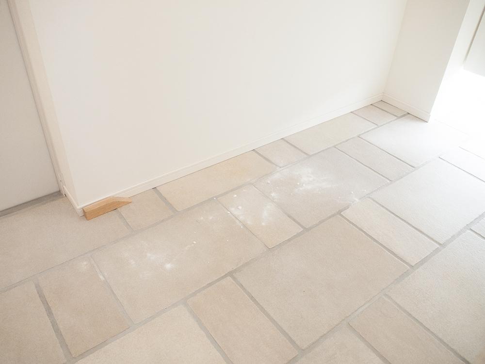重層を使った玄関の掃除