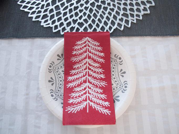 IKEAの紙皿とペーパーナプキン