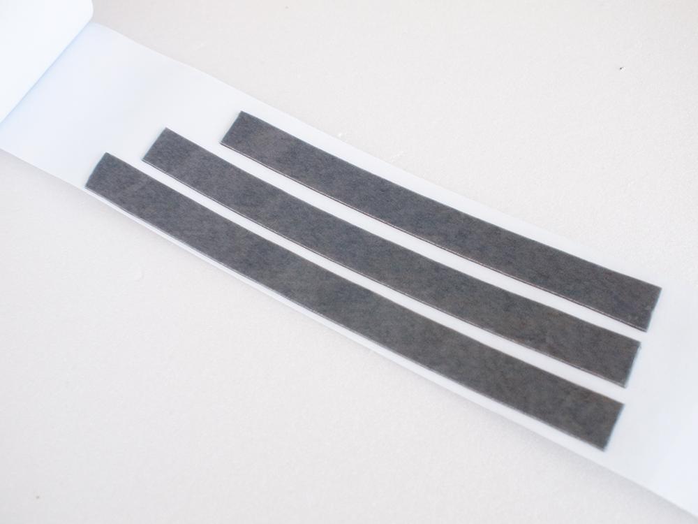 超強力両面テープにマスキングテープを貼る