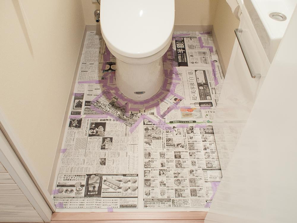 トイレの床の型紙を取る
