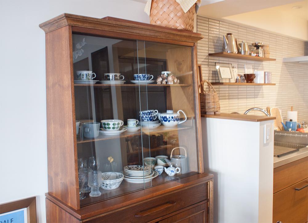 アンティークな食器棚