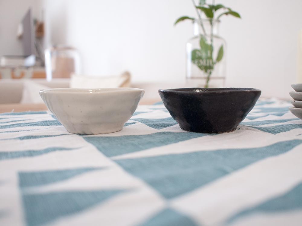 セリアの小皿 黒と白
