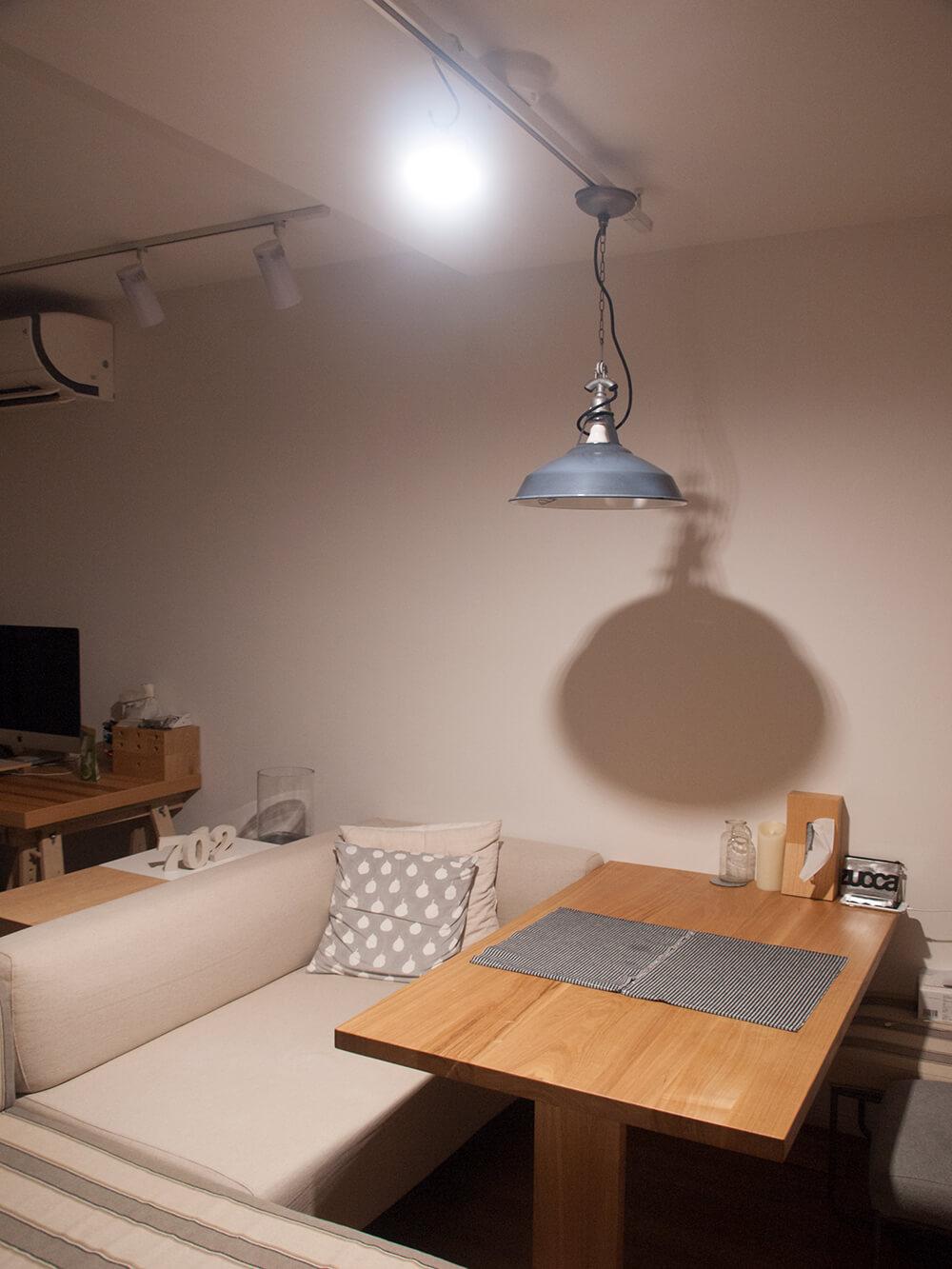部屋の中で1300ルーメンの明るさ