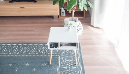 サイドテーブルは収納付きが便利でした。スマホ充電ケーブルもスッキリ収まる♪