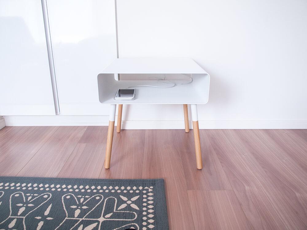 スマホ充電も隠せる収納付きサイドテーブル