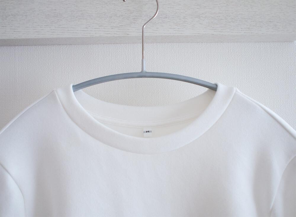 綿混二重編み長袖プルオーバーの襟元