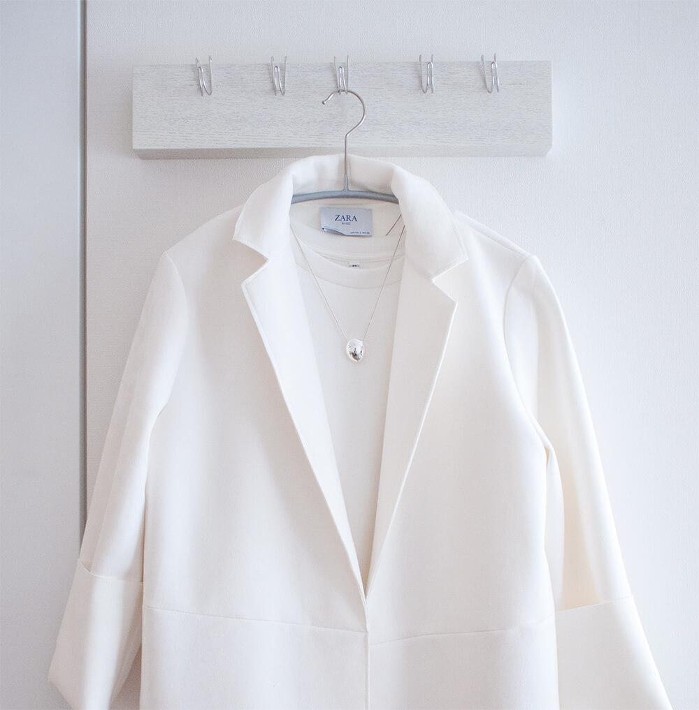 綿混二重編み長袖プルオーバーとザラのコートのコーデネート