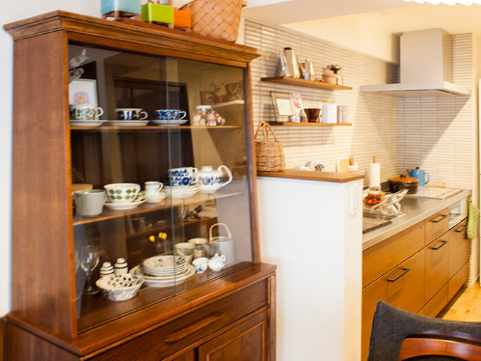 食器棚とキッチン