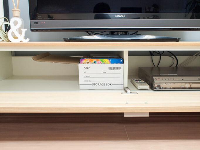 テレビボードの収納に100均ストレージボックスを入れたところ
