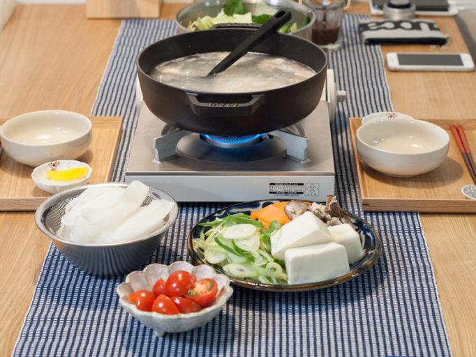 鍋の食卓風景