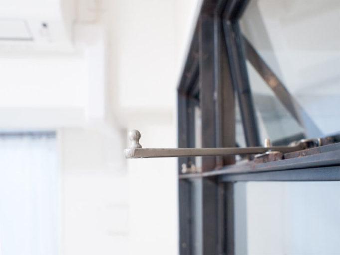アイアン窓の開閉スイング金具
