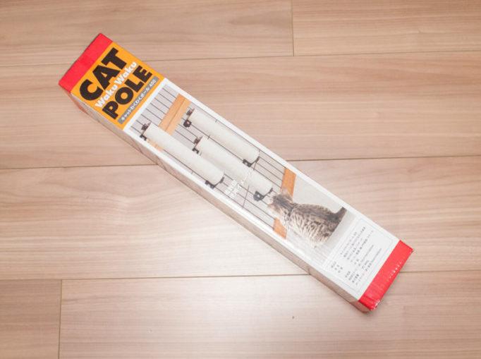 100均ワイヤーフレームで作った猫ゲージに取り付けた爪とぎ