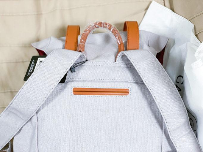 バックパック背中の隠しポケット