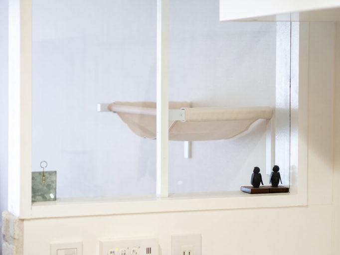 キッチンからキャットハンモックを見た所