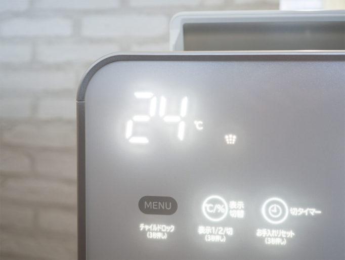 乾燥した部屋の湿度計