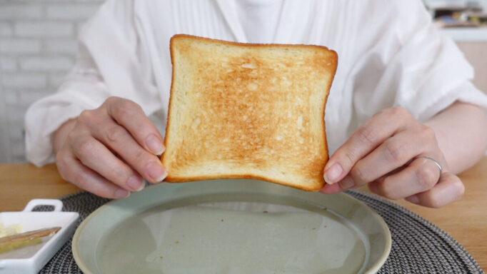 アラジンのトースターで焼いた食パンの裏面