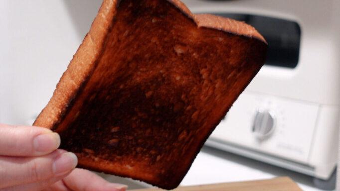 アラジンで焼いた食パンの裏面が焦げた